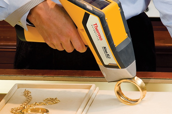 Handheld Niton Xl2 precious Metal analysing gold